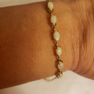 Jewelry - Yellow gold 6 opal bracelet